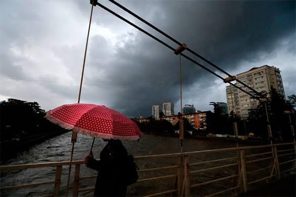 Жители затопленного Сочи начали вылавливать рыбу в своих подворьях. непогода в Сочи
