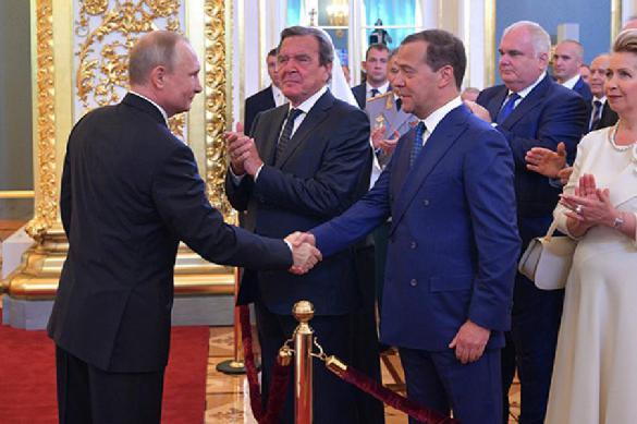 Президент внес кандидатуру нового премьера - это Медведев. 386684.jpeg