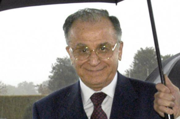 Экс-президента Румынии будут судить за казнь Чаушеску.