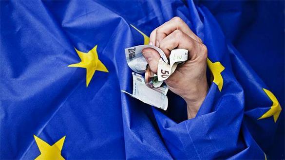 Министр финисов Греции: Предложения кредиторов были технически неадекватны. рука из еврофлага
