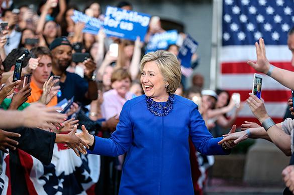 Клинтон в случае победы отдаст половину мест в правительстве жен