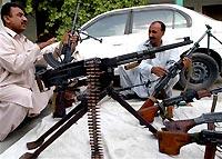Главарь пакистанских талибов грозит терактами дважды в неделю