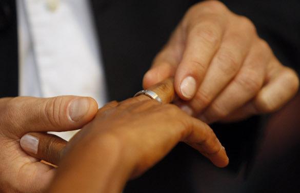 Валентин Гефтер: Гражданские браки можно признавать официальными только в отношении к государству и третьим лицам.