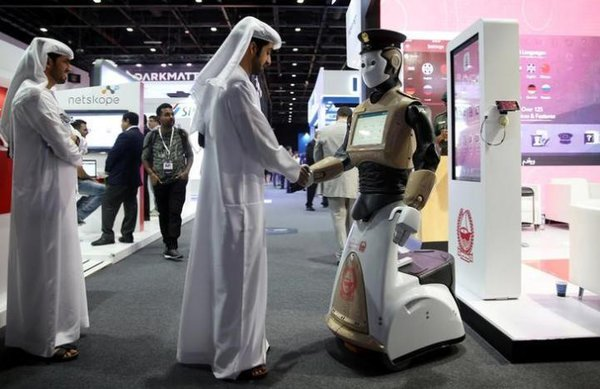 1_Робот-полицейский будет патрулировать улицы Дубая