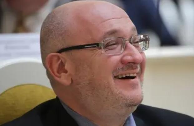 Депутат ЗакСа Максим Резник показал мастер-класс по уничтожению дури на отдыхе в Чехии. 403695.jpeg