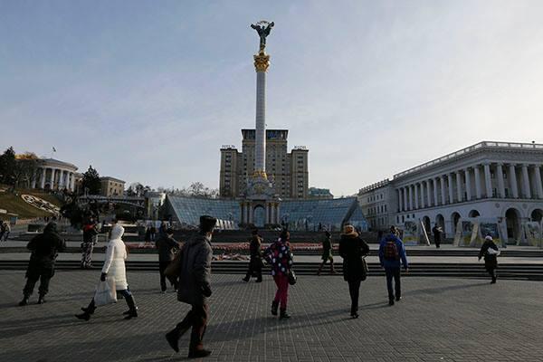 В Киеве на майдане разрушается символ Независимости Украины. киев