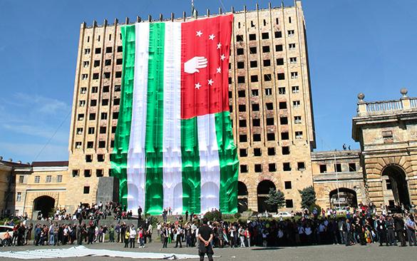 Абхазский глава правительства ушел в отставку. абхазия, флаг
