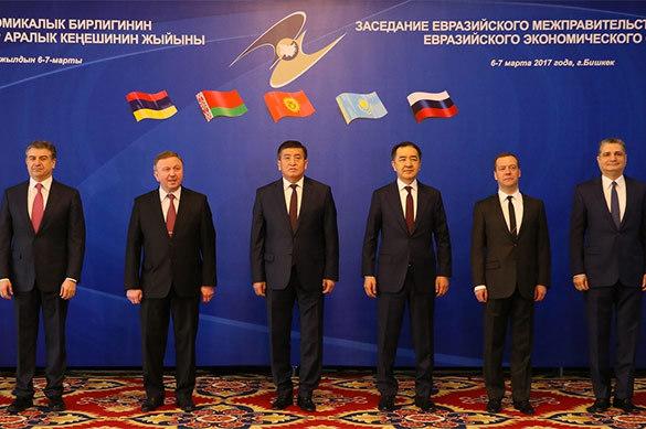 Медведев: в ЕАЭС никто никого насильно не держит