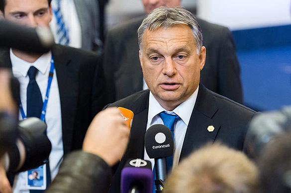 Премьер Венгрии обвинил EC в«открытой помощи террористов»