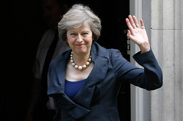 Большинство британцев выступили против Терезы Мэй