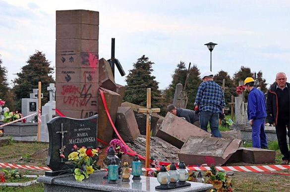 Достали, скакуны!: власти Польши сносят украинские памятники