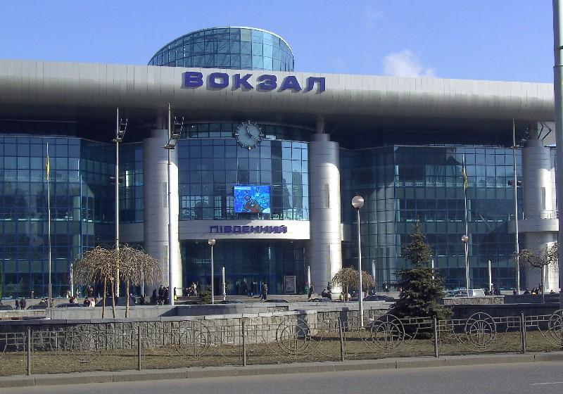 В Киеве железнодорожный вокзал эвакуировали из-за сообщения о минировании. В Киеве железнодорожный вокзал эвакуировали из-за сообщения о ми
