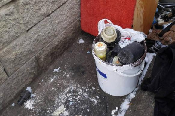 В Минске во дворе жилого дома нашли ведро с ураном.