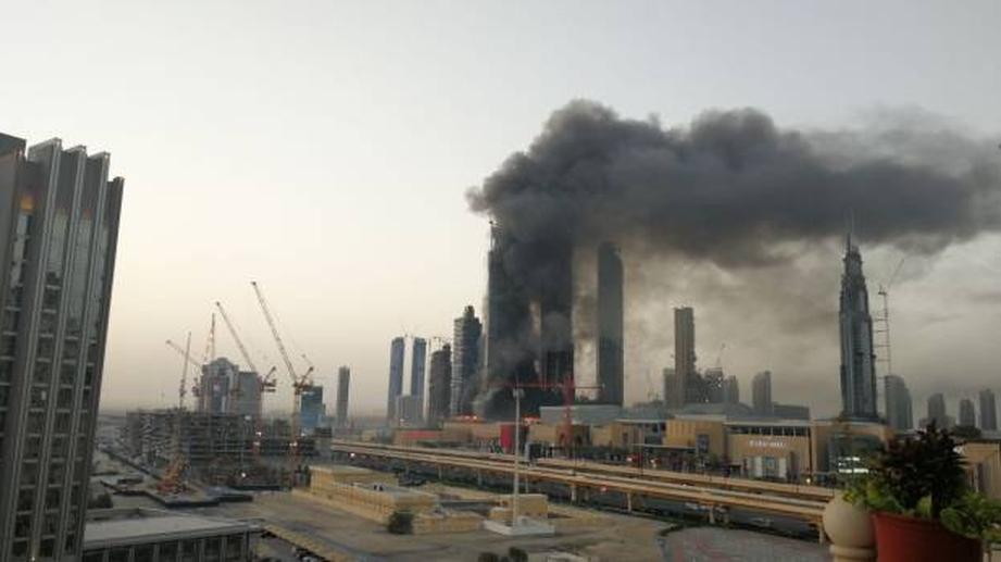 В Дубае загорелось здание у самой большой высотки в мире. ВИДЕО