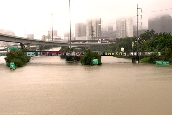 "Последствия урагана ""Харви"": Хьюстон уходит под воду. 374704.jpeg"