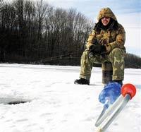 Уплывающие на льдине рыбаки просили спасать их помедленнее