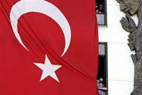 На выборы в Турции избиратели пришли с пистолетами