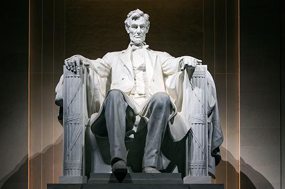 Памятники США покрылись слизью