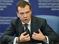 Медведев считает, что антикризисные меры прекращать рано