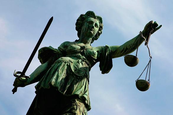Суд в Гааге: ни Сербия, ни Хорватия не совершали геноцид во время войны на Балканах. Статуя богини правосудия