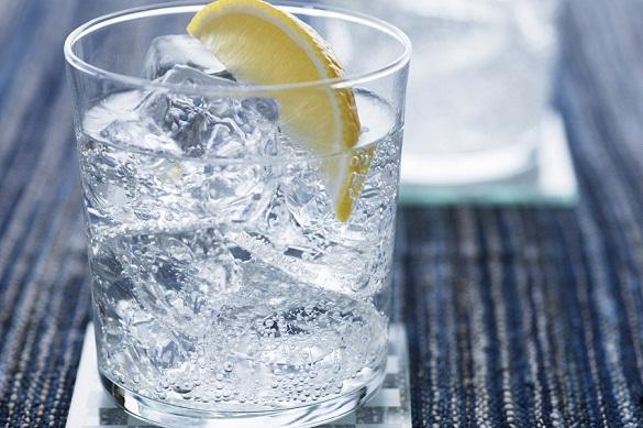 Диетологи рассказали, чем опасно сочетание льда и лимона. 376710.jpeg