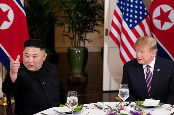 Трамп и Ким Чен Ын не договорились и досрочно разъехались.