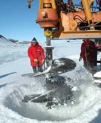 Заточенные во льдах, или Кто живет в озере Восток?