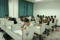 Волонтеры запрещают китайским студентам целоваться