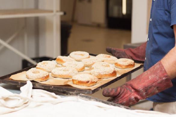 Неистовые пенсионеры сорвали бесплатную раздачу хлеба. 381715.jpeg