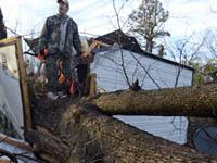 Торнадо поднимал в воздух машины и срывал крыши в США. Carolina