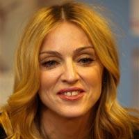 Мадонна прилетела в Африку за очередным ребенком