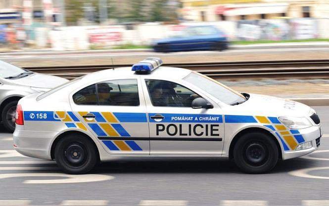 Скандал по-чешски: пьяные замминистра обороны и рядовой подрались из-за женщины. Скандал по-чешски: пьяные замминистра обороны и рядовой подралис