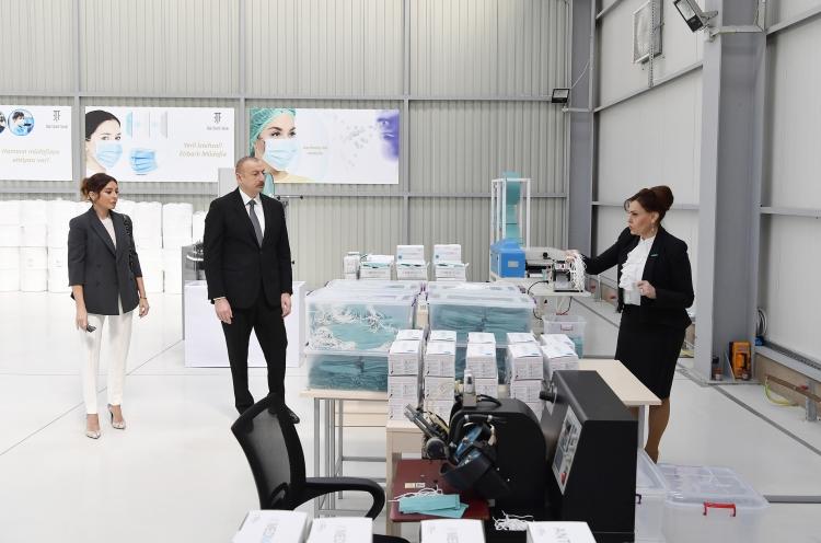 Хроники COVID-19: Азербайджан — пример эффективности и доверия. Азербайджан. Открытие предприятия по производству масок