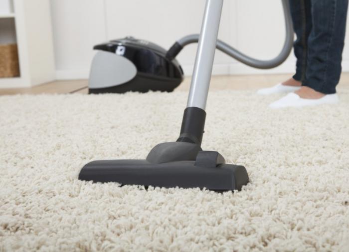Пылесос на ковре