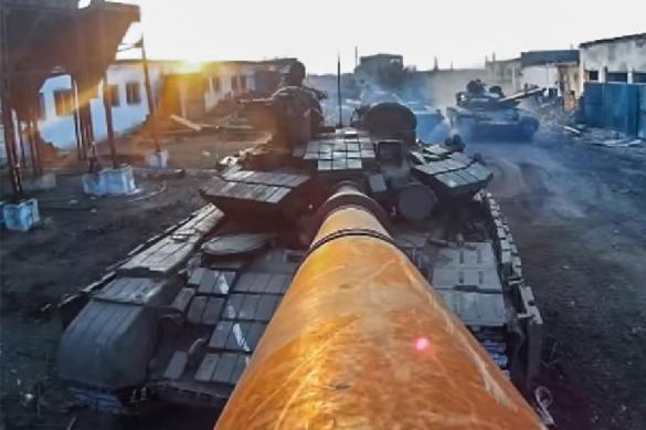 Порошенко опозорился: президента Украины возбудило видео с танками. 391729.jpeg