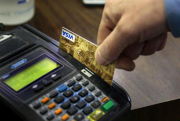 Наш ответ на санкции: в России запустили Национальную платежную систему. Оплата карточкой через терминал