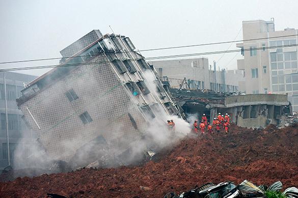 Лишь двух человек, попавших в оползень в Китае, удалось найти