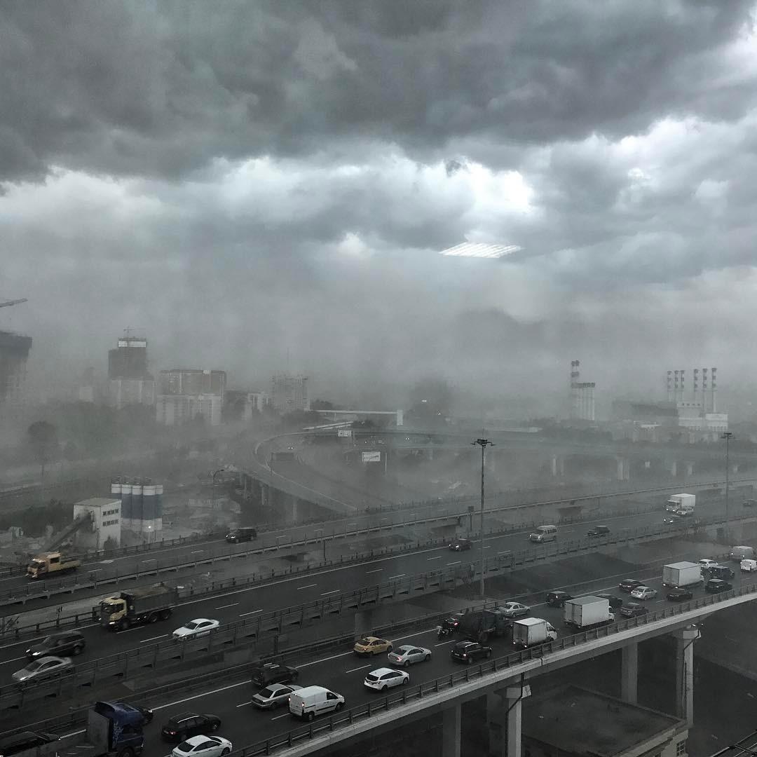 Москву снова ждут гроза, град и сильный ветер