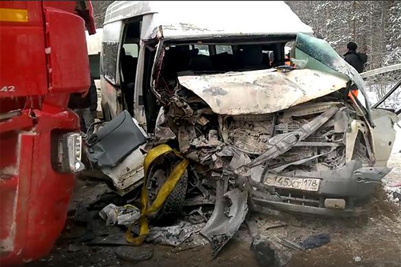 В ДТП с микроавтобусом под Петербургом пострадали 16 человек