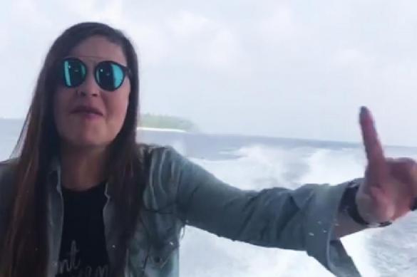Ведущая Екатерина Андреева: Я на Мальдивах и никому ничего не должна. Ведущая Екатерина Андреева: Я на Мальдивах и никому ничего не до