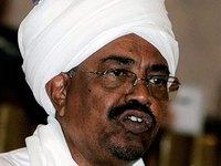 Объявленный в розыск президент Судана приехал в Египет