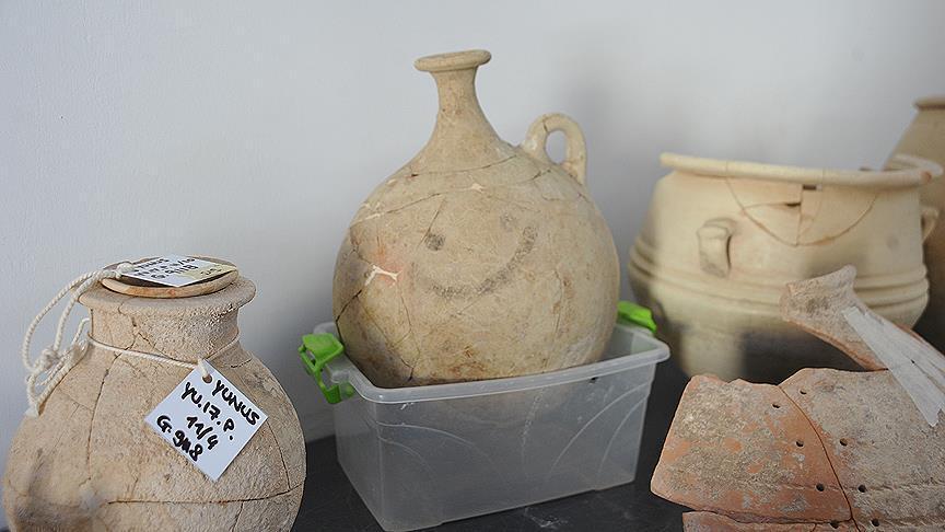 В Турции нашли древний кувшин со смайликом