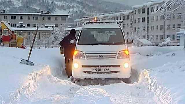 В Магадане мэр просит жителей очистить город от снега. В Магадане мэр просит жителей очистить город от снега