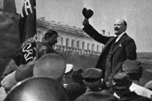 Душевнобольной москвич облил оливковым маслом мавзолей Ленина. 400745.jpeg