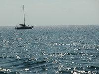 К берегами Италии прибило лодку с мертвыми беженцами. boat