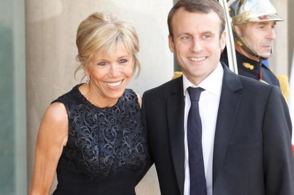 Тайный эротический роман Макрона обсуждают французские СМИ. Тайный эротический роман Макрона обсуждают французские СМИ