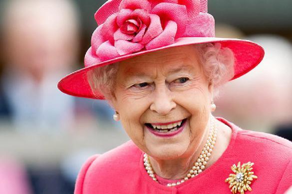 Британская королева надела подаренную Обамами брошь навстречу сТрампом