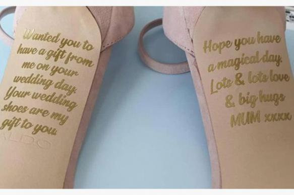 Умершая мать британки оставила ей послание на свадебных туфлях. 400746.jpeg