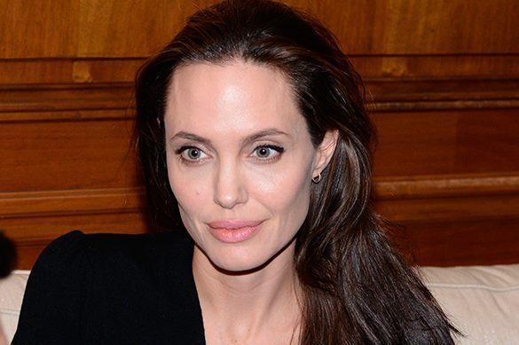 Анджелина Джоли объяснила поклонникам правила работы с юными актерами. Анджелина Джоли объяснила поклонникам правила работы с юными акт