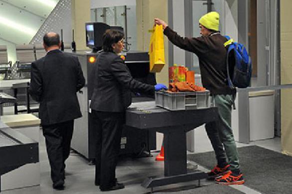 В парижском аэропорте начали эвакуацию из-за модных туфель пассажирки. 397749.jpeg